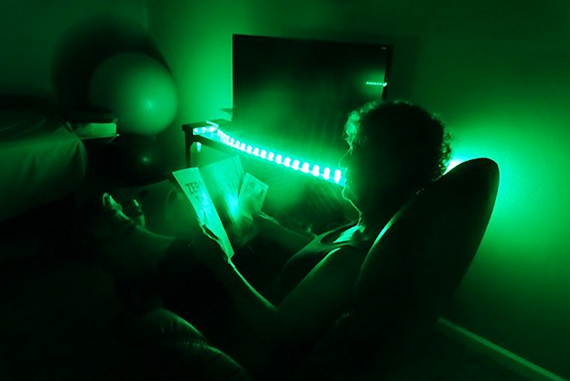 Green light exposure is proven to be helpful to ease headache